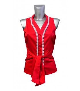 Sleeveless wrap blouse in red with lace decoration