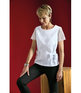 Loose-fitting short-sleeved blouse in white with embroidery, peplum, bow applications and zip at the back