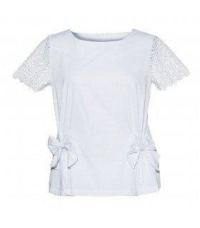 Loose-fitting short-sleeved blouse in white with bow applications and zip at the back