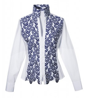 Cotton shirt in white with embroidered plastron in blue/white and stand-up collar