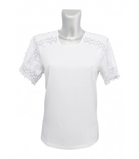 short cut blouse (A-line) in white with macramé lace appliqués